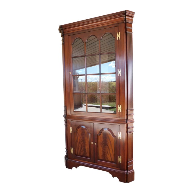 Councill Craftsmen Mahogany Chippendale Style Lighted Corner Cabinet For Sale