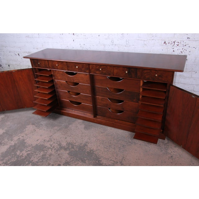 Milo Baughman for Directional Monumental His and Hers Dresser, 1960s For Sale In South Bend - Image 6 of 13