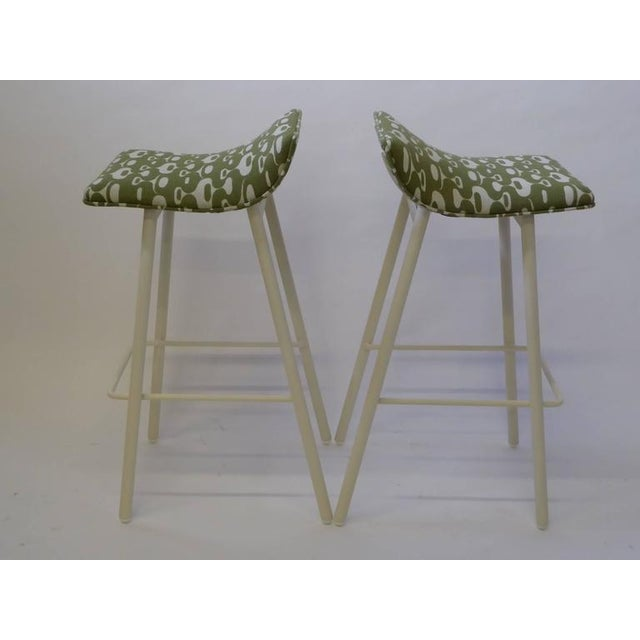 Pair of 1950s Mid-Century Modern Curved Seat Bar Stools For Sale - Image 4 of 10