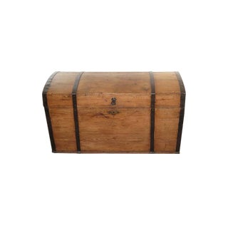 Late 19th Century English Pine Dome Top Trunk For Sale