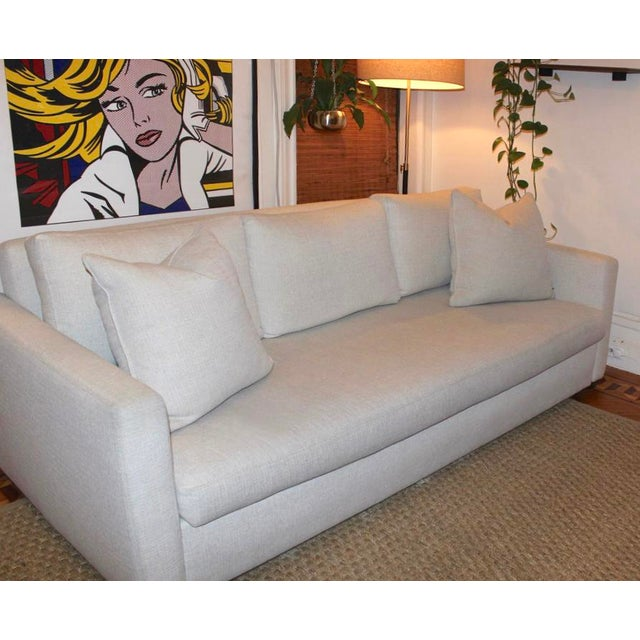 Up for sale is a Lee Industries Ultimate sofa. From the company website: The Ultimate Sofa is designed with removable arms...