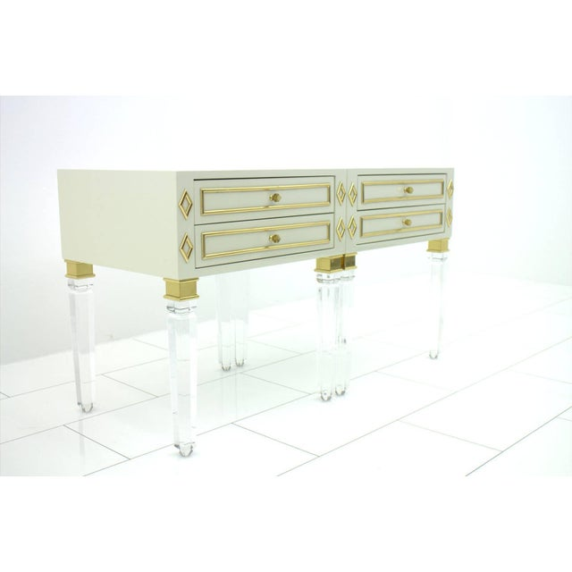 1970s Pair of Nightstands, Lucite, Wood and Brass, 1970s For Sale - Image 5 of 9