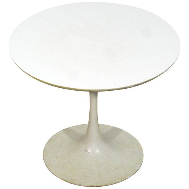1960s Mid-Century Modern Early Saarinen Knoll Round White Tulip Side End Table, 1960s For Sale - Image 5 of 5