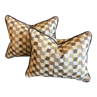 Contemporary Lee Jofa Geometric Tumbling Block Patterned Pillows - a Pair For Sale