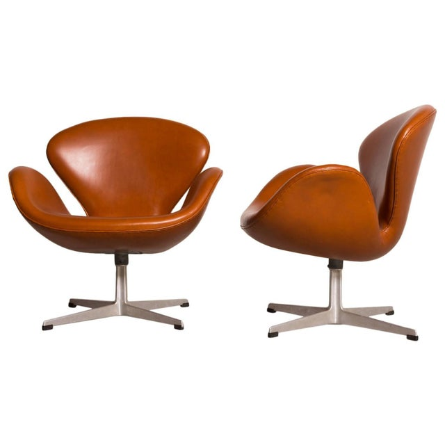 fine early arne jacobsen swan chairs for fritz hansen decaso