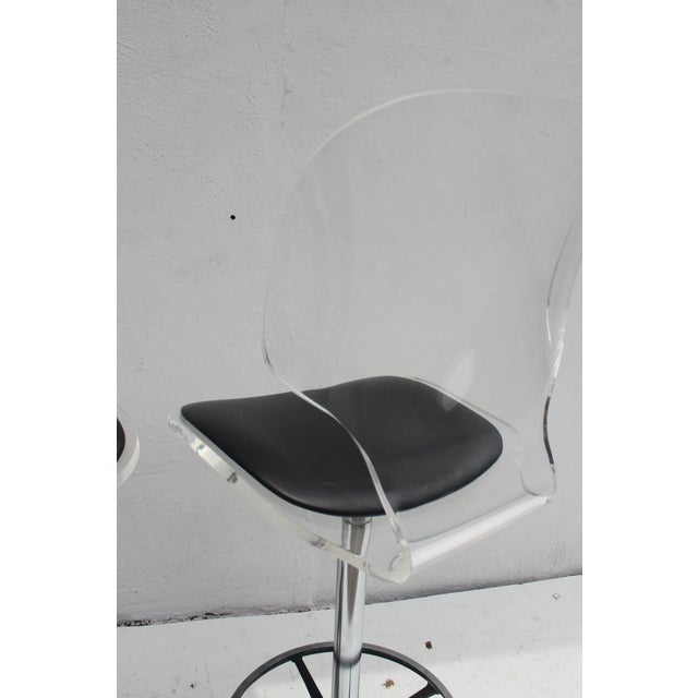 Vintage Lucite & Tulip Base Swivel Bar Stools - A Pair - Image 7 of 9