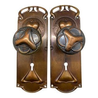 1900s Art Nouveau Copper Doorknobs & Doorplates - a Pair For Sale