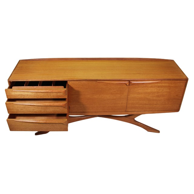 1960s Mid Century Modern Credenza by Beithcraft For Sale - Image 5 of 9