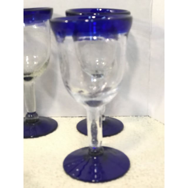 1970s Vintage Mexican Blown Glass Cobalt Blue Rim Pitcher and Goblets - Set of 7 For Sale - Image 5 of 7