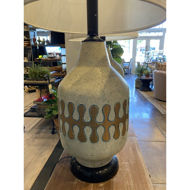 Mid 20th Century American Mid-Century Modern Ceramic Lamps - Pair For Sale - Image 5 of 8