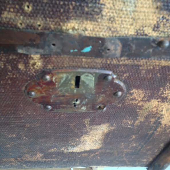 Vintage Distressed Trunk - Image 4 of 7