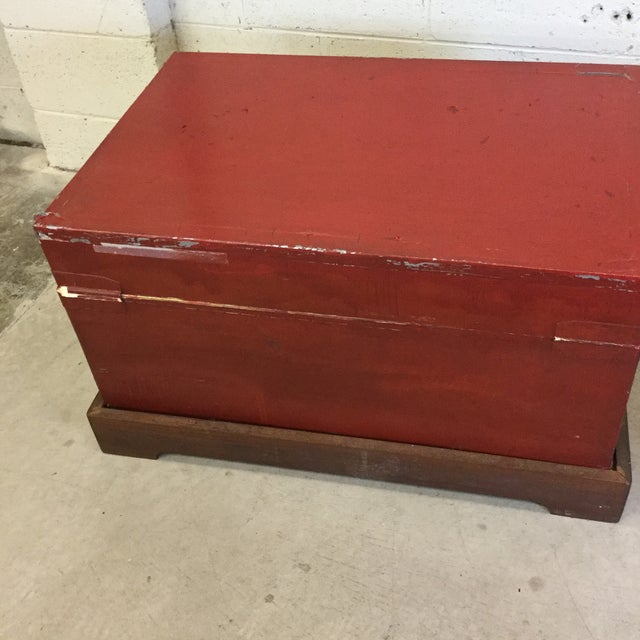 Red Red and Gold Lacquered Chinese Trunks - a Pair For Sale - Image 8 of 13