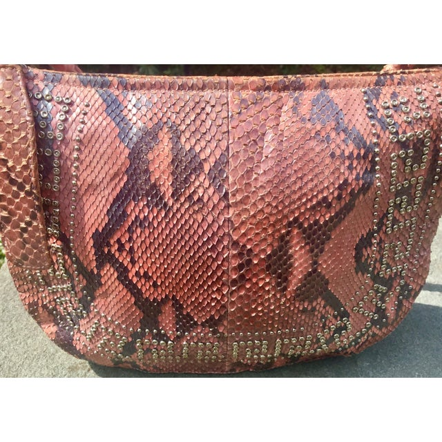 Pink 1990s Gianni Versace Iridescent Pink Python Shoulder Bag For Sale - Image 8 of 12