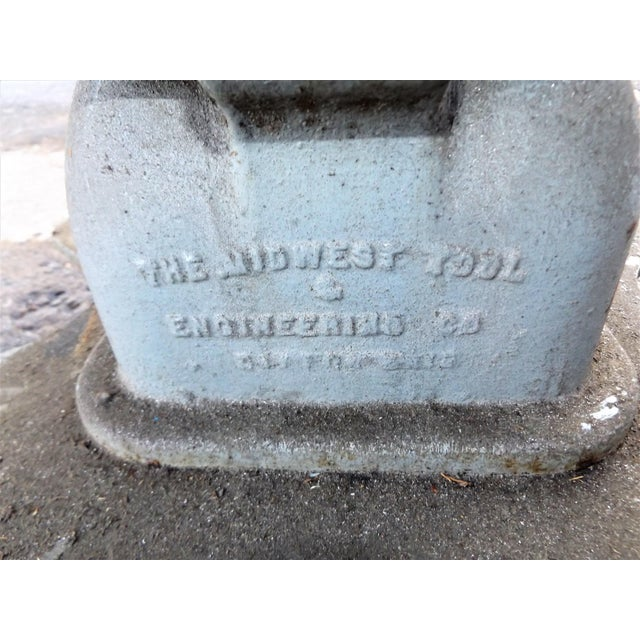 Gray Vintage Midwest Tool & Engineering Co. Hydraulic Lift Table For Sale - Image 8 of 13