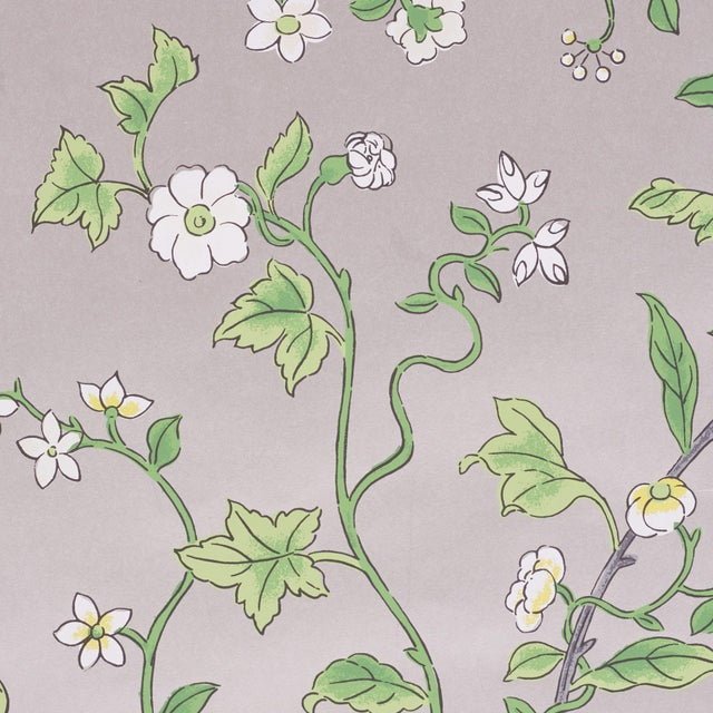 Contemporary Sample - Schumacher Floraison Wallpaper in Citron Shimmer For Sale - Image 3 of 4