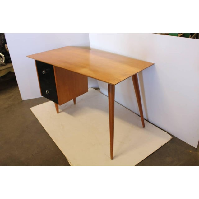 Stylish Paul McCobb Planner Group wood desk with two black lacquered drawers.