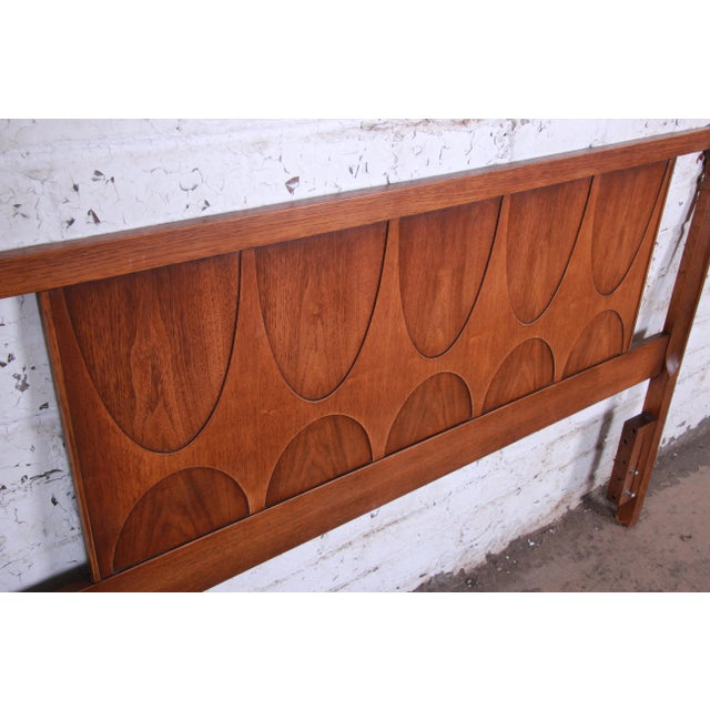 Sculpting Broyhill Brasilia Mid-Century Modern Sculpted Walnut Queen Size Headboard For Sale - Image 7 of 8
