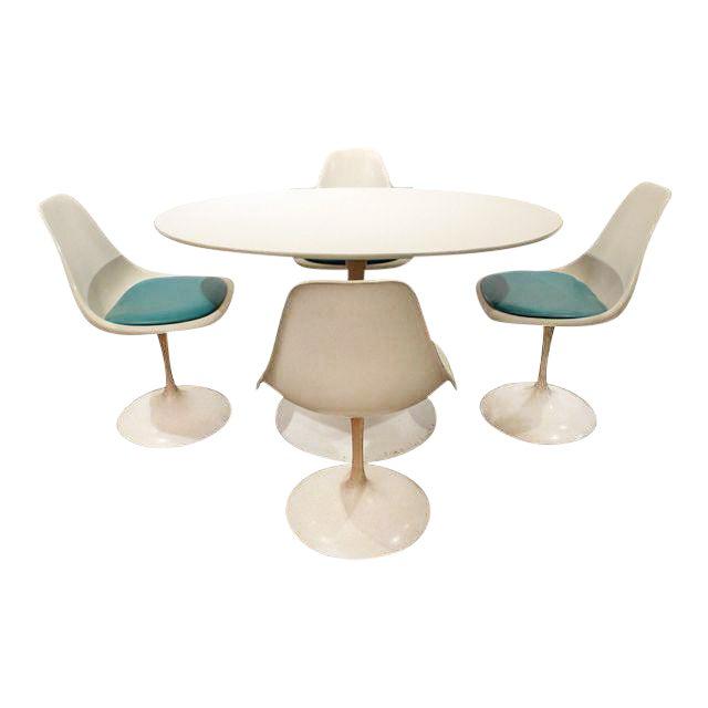 Mid-Century Modern Eero Saarinen-Style Tulip Dining Set 4 Chairs & Table For Sale