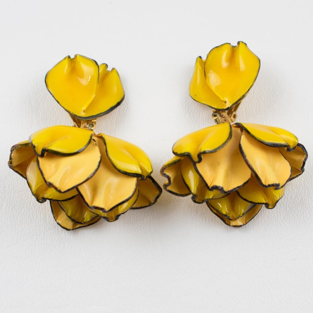 Contemporary Cilea Paris Dangling Resin Clip-On Earrings Yellow Poppy Flower For Sale - Image 3 of 7