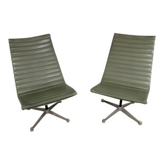 Mid Century Modern Herman Miller Olive Green Swivel Lounge Chairs - A Pair For Sale