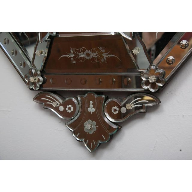 Neoclassical 20th Century Octagonal Etched Venetian Mirror For Sale - Image 3 of 7