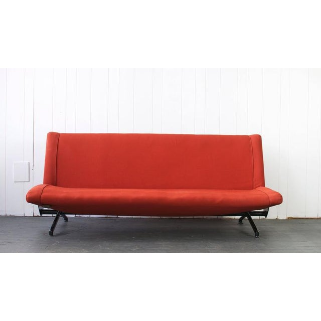 D70 sofa by Osvaldo Borsani for Tecno. Adjustable sofa. Can open flat and be used as a bed.