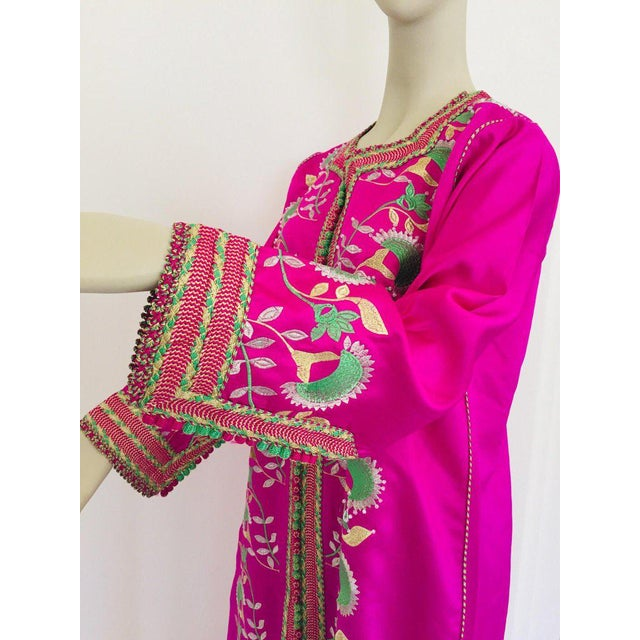 Green Gorgeous Moroccan Caftan in Hot Pink Fuchsia Maxi Dress Kaftan For Sale - Image 8 of 13