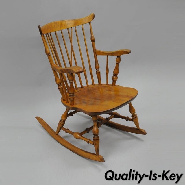 Colonial Traditional Vtg Nichols & Stone Maple Wood Windsor Rocking Chair Rocker For Sale - Image 11 of 11