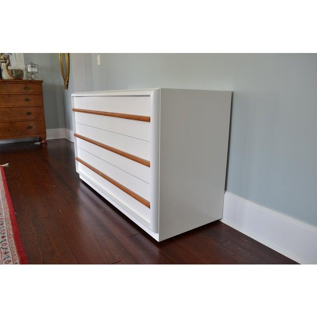 Robsjohn-Gibbings White Lacquer Dresser For Sale In Tampa - Image 6 of 8