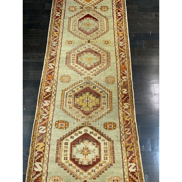 Oushak rugs originated in the small town of Oushak in west-central Anatolia, today just south of Istanbul, Turkey. Unlike...