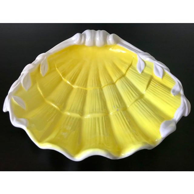 Fitz and Floyd 1980s Vintage Fitz & Floyd Yellow & White Seashell Dish For Sale - Image 4 of 12