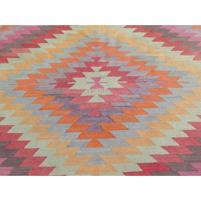 "Textile Vintage Turkish Kilim Rug - 5'9"" X 9'3"" For Sale - Image 7 of 11"