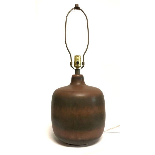 Excellent vintage Bostlund ceramic table lamp in variegated rich browns. Sought after original shade included.