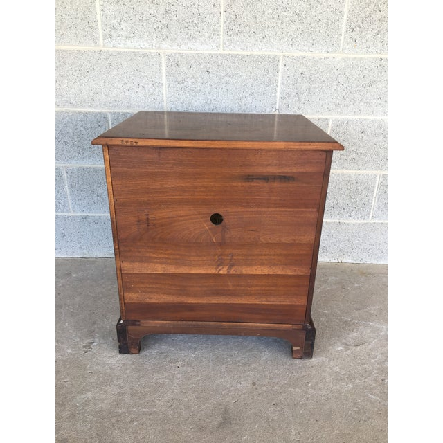 Late 20th Century Henredon Folio Four Banded Walnut Single Drawer Nightstand For Sale - Image 5 of 7