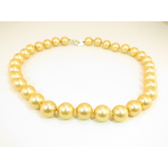 Faux South Seas Pearl Necklace 1940s For Sale - Image 4 of 11