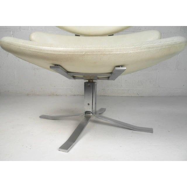 """Erik Jørgensen Poul Volther """"Corona"""" Swivel Lounge Chair For Sale - Image 4 of 7"""