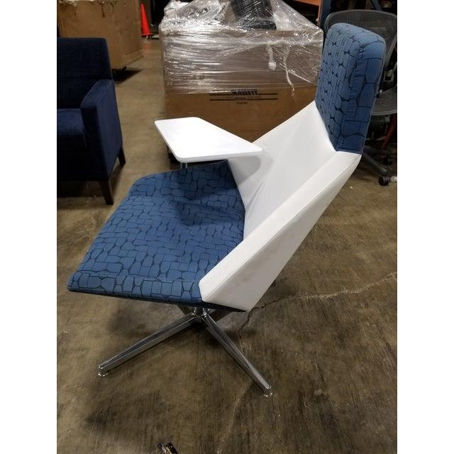 Astonishing Modern Arcadia Nios Blue And White Tablet Lounge Chair Beatyapartments Chair Design Images Beatyapartmentscom