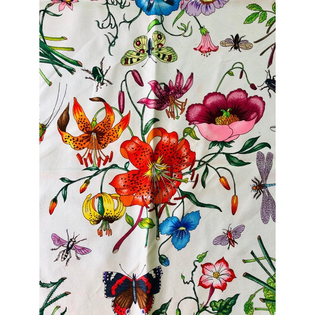 """Gucci 1970s Gucci """"Flora"""" Scarf With Blue Border For Sale - Image 4 of 13"""