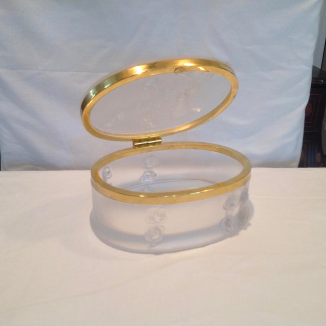 French Oval Lalique Hinged Box With Gilt Metal Mounts For Sale - Image 3 of 13