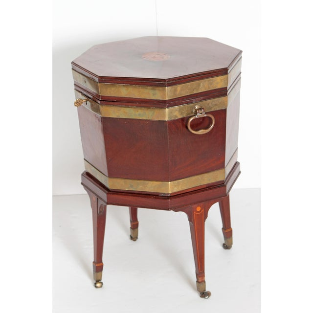 Traditional George III Mahogany and Brass Cellarette For Sale - Image 3 of 13