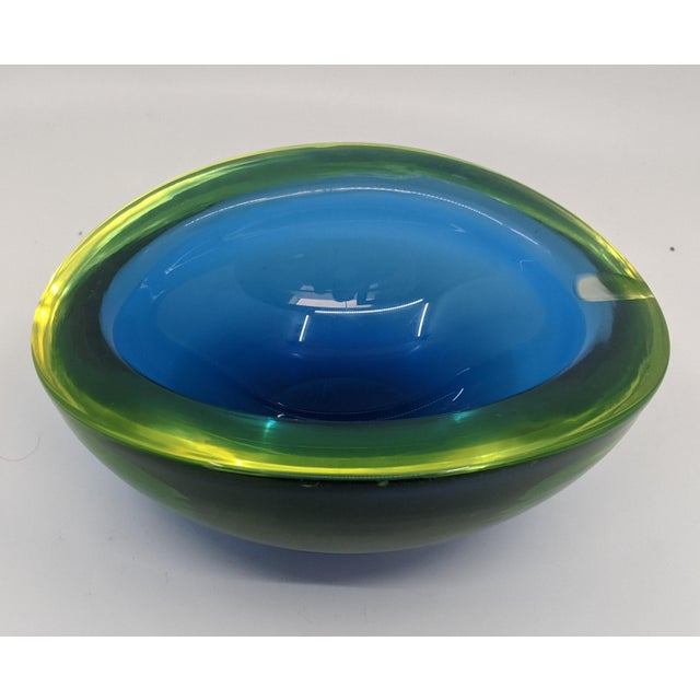 Murano 1960s Murano Glass Ashtray Bowl With Vaseline or Uranium Glass Glows by Sommerso For Sale - Image 4 of 5