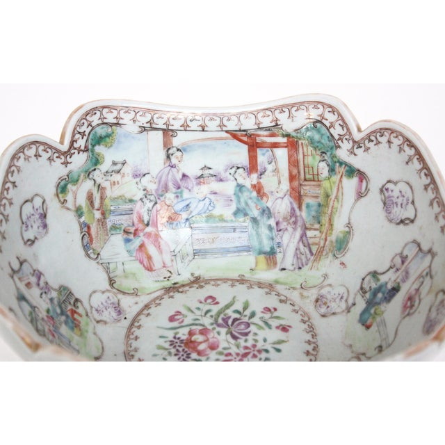 Early 19th Century Chinese Export Bowl For Sale - Image 4 of 6