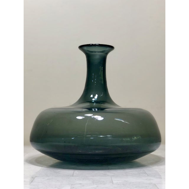 1950s Mid-Century Modern Wayne Husted for Blenko Charcoal Blown Glass Decanter For Sale - Image 11 of 11