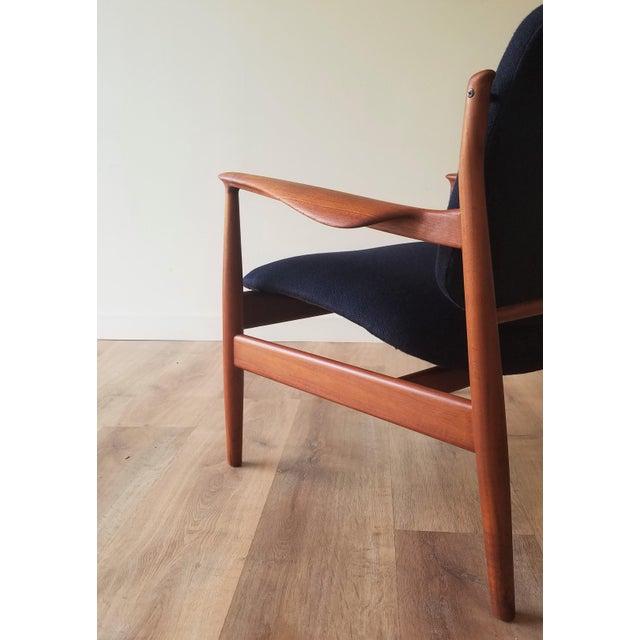 Wood 1950s Newly Upholstered Finn Juhl for France & Daverkosen in Kvadrat Wool Teak Lounge Chair (Fd-136) For Sale - Image 7 of 13