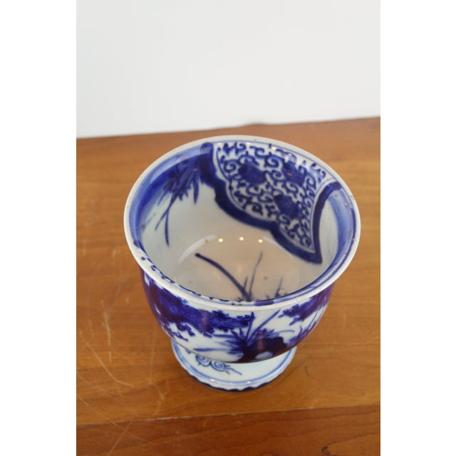 Ceramic Antique Chinese Blue and White Urn For Sale - Image 7 of 8