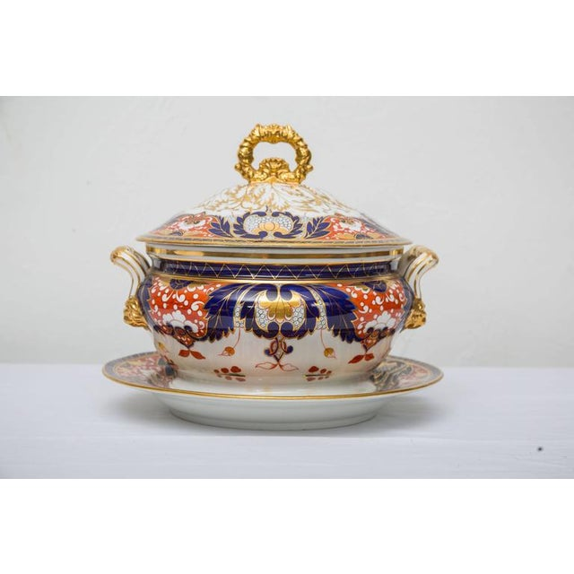 Pictured is a fine lidded English Crown Derby circular tureen showing traditional Derby designs and colors of cobalt and...