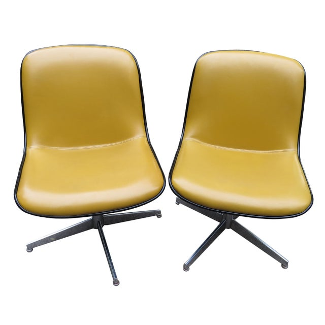 Steelcase Vintage Steelcase Swivel Chairs - A Pair For Sale - Image 4 of 13