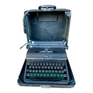 Royal Quiet De Luxe Typewriter C.1940s For Sale