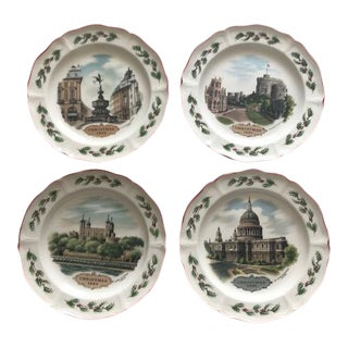 1970s English Traditional Wedgewood Christmas Plates - Set of 4 For Sale