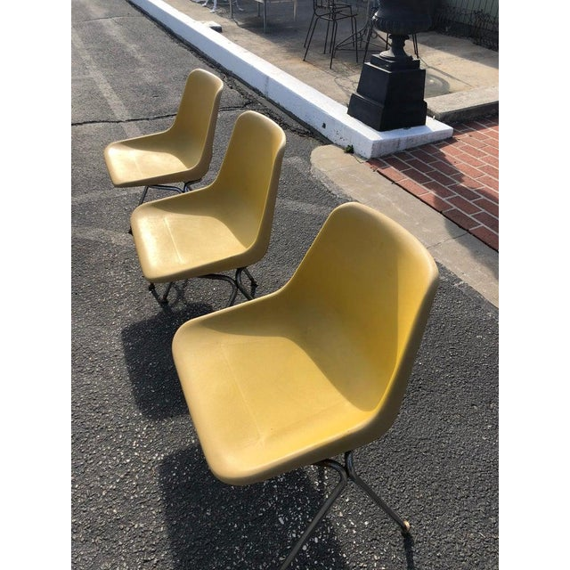 1970s Vintage Yellow Jon Stewart Stackable Shell Chairs- Set of 3 For Sale In New York - Image 6 of 12